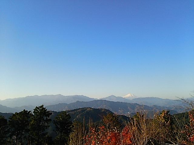 晩秋、高尾山の風景