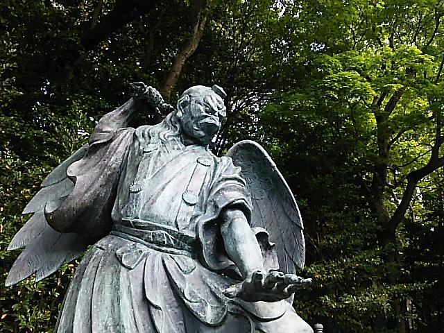 高尾山薬王院 新緑の風景
